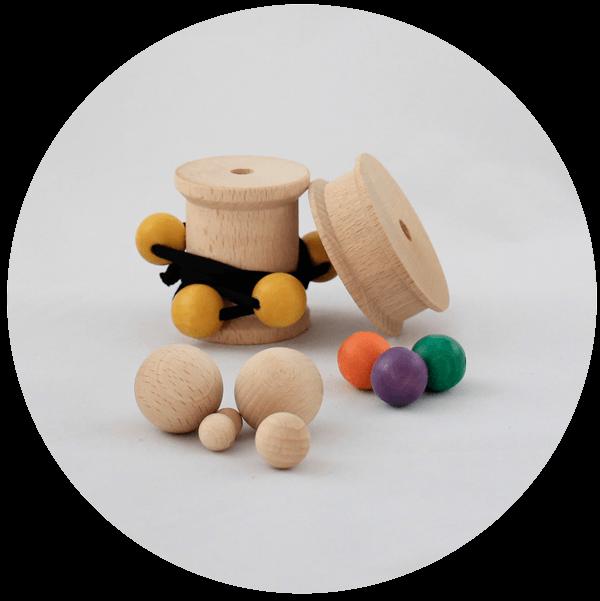 Rocchetti e sfere in legno